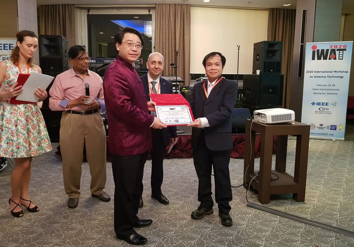 Manh Ha Hoang (right) receiving the iWAT2020 best paper award form Prof Zhi Ning Chen